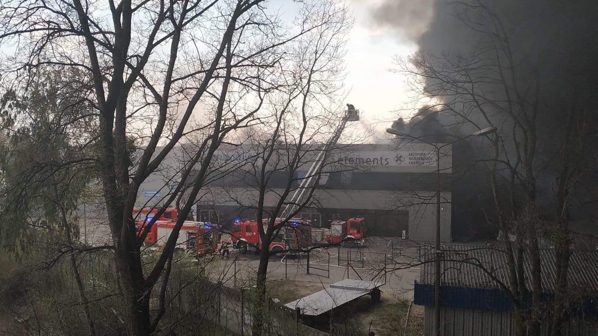 Pali się hala przy ul. Szczecińskiej.