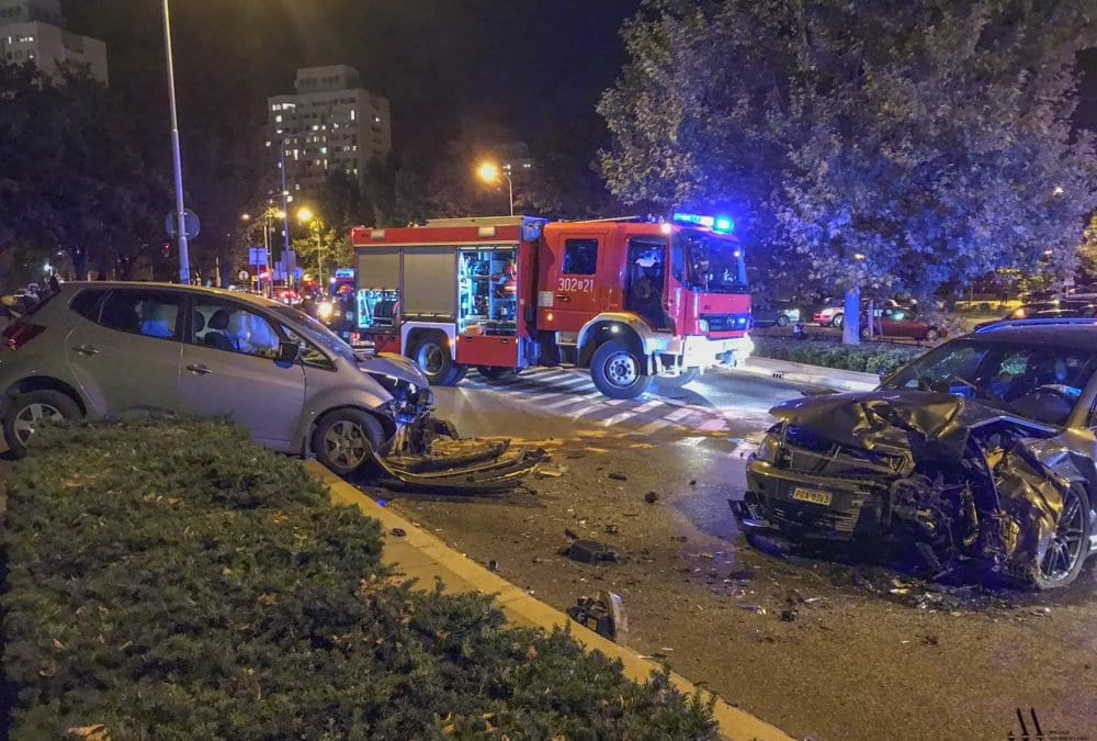 Czołowe zderzenie samochodów osobowych przy moście Grunwaldzkim.