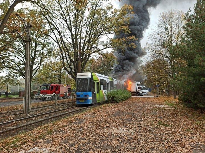 Zderzenie samochodu dostawczego z tramwajem [WIDEO].