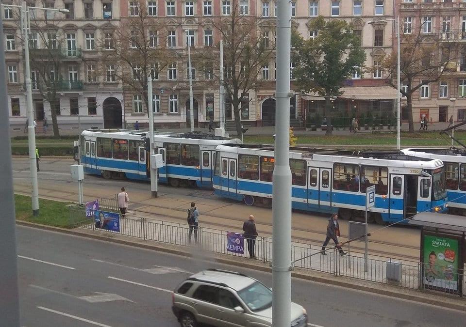 Na Placu Grunwaldzkim wykoleił się tramwaj.