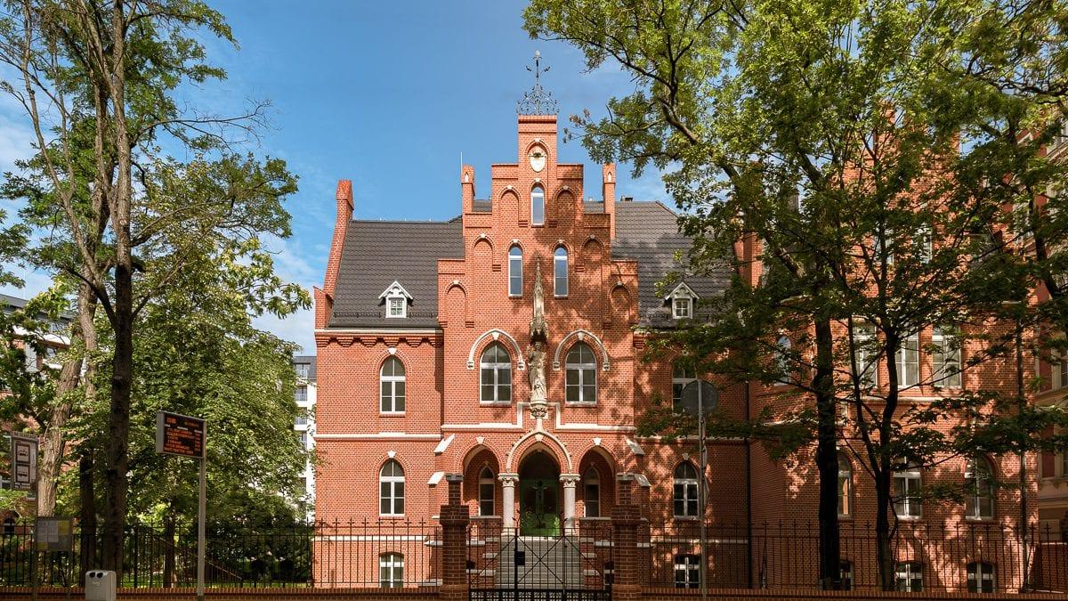 W dawnym szpitalu przy ul. Poniatowskiego powstały mieszkania [FOTO, WIDEO].