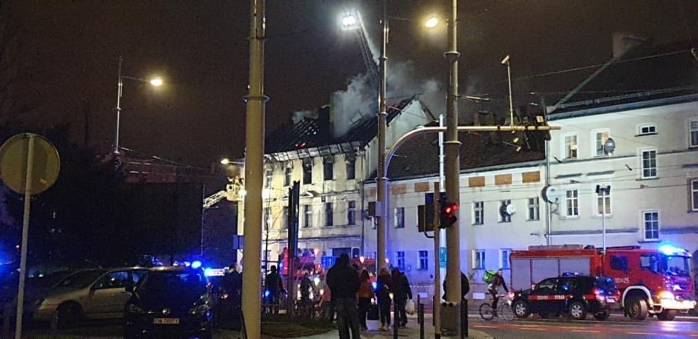 Pali się budynek przy ul. Hubskiej.