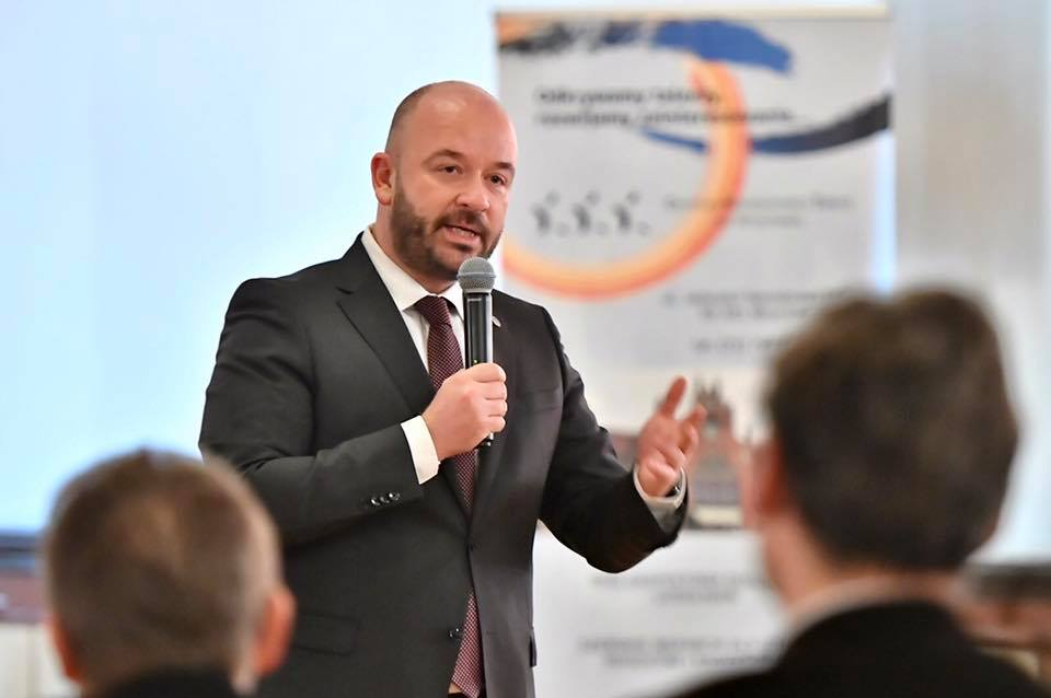Prezydent Wrocławia promuje szczepienia przeciw COVID-19.