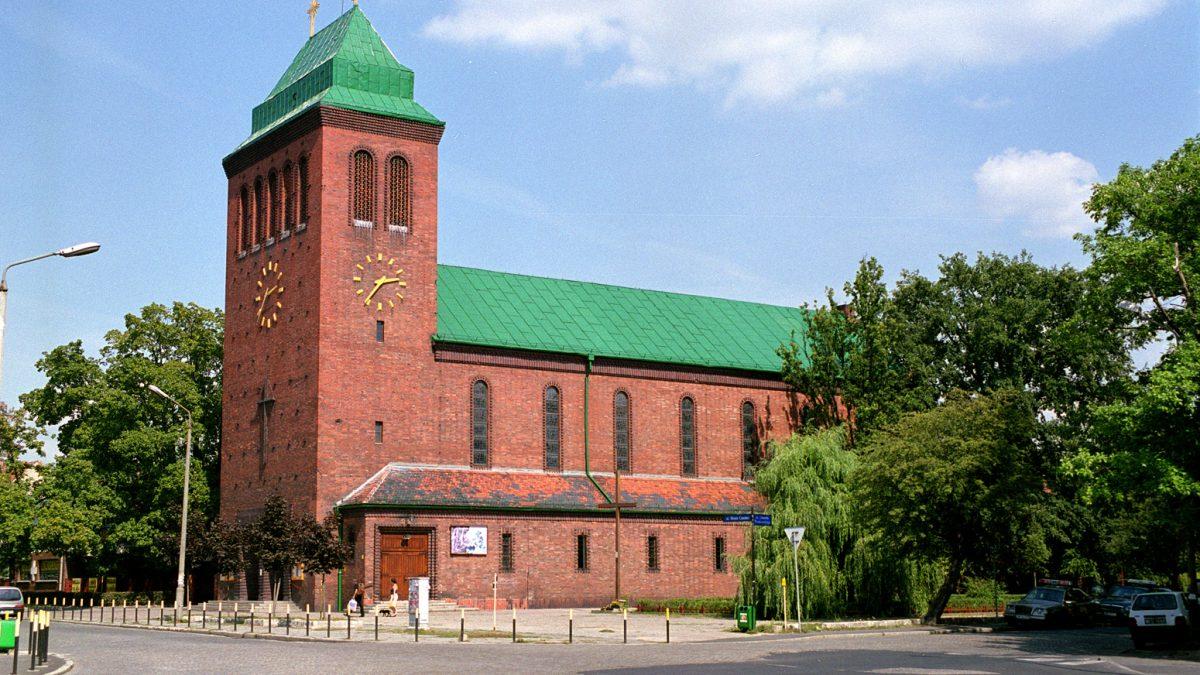 Wrocławscy Dominikanie zawieszają publiczne sprawowanie mszy i apelują o zostanie w niedzielę w domach.