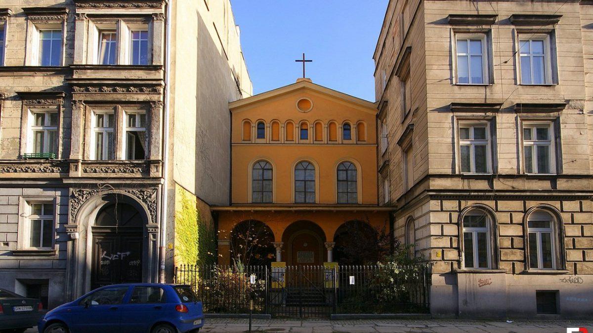 Świątynia pomiędzy kamienicami – Kościół Adwentystów Dnia Siódmego.