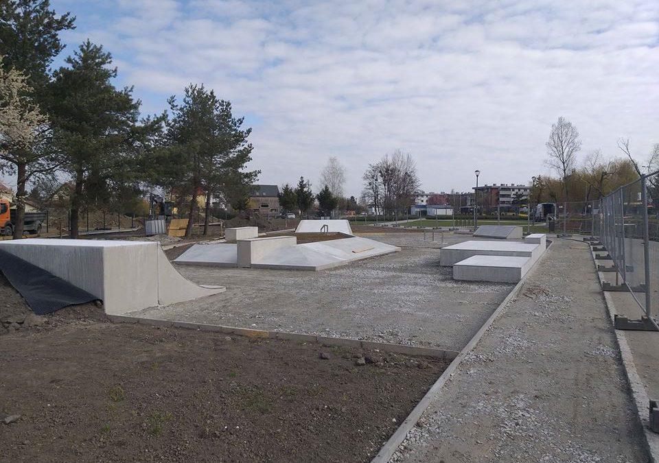 Trwa budowa skateparku na Zakrzowie.
