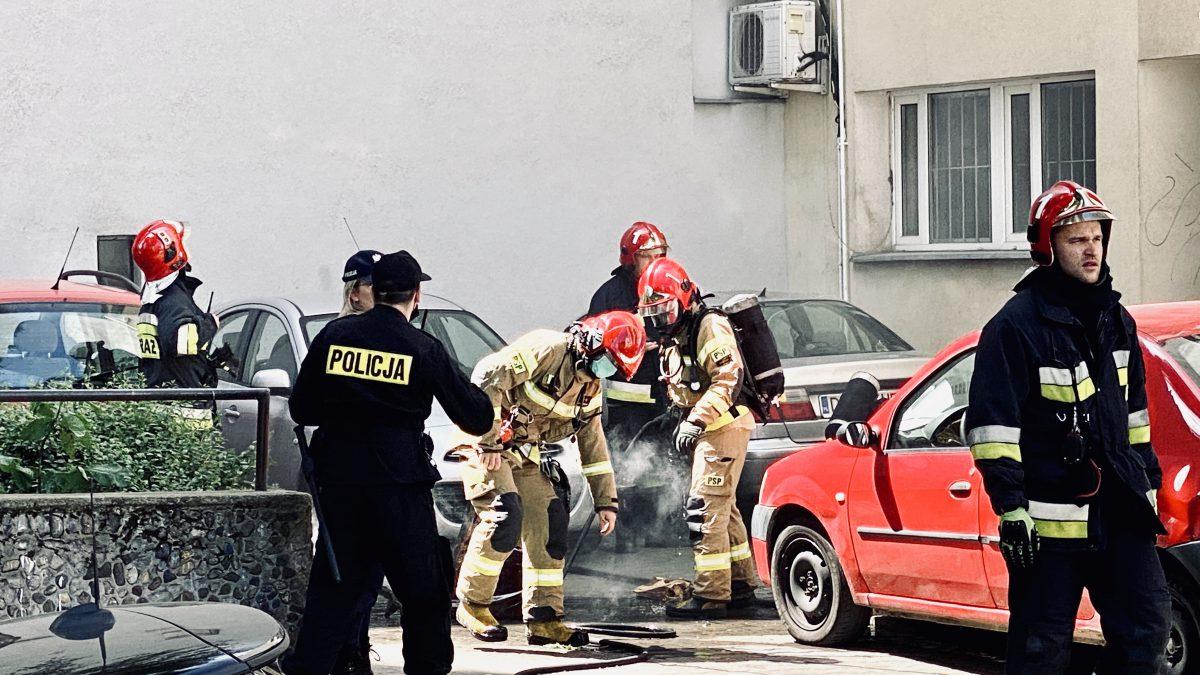 Pożar w kamienicy przy ul. Szewskiej [WIDEO].