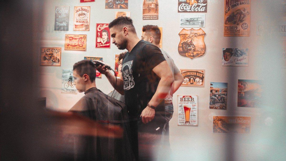 Czy w poniedziałek zostaną otwarte salony fryzjerskie i kosmetyczne? Jest na to duża szansa.
