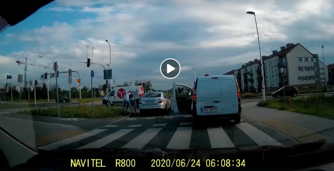 Agresja na drodze. Bójka pomiędzy taksówkarzem i przechodniem na Jagodnie [WIDEO].