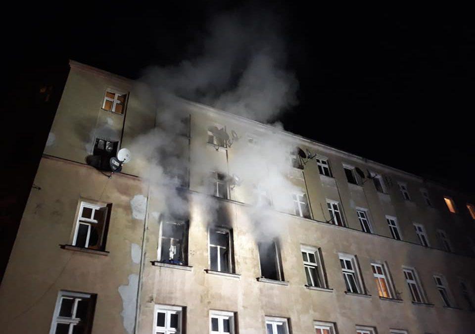 Przy ul. Więckowskiego doszczętnie spłonęło mieszkanie [ZDJĘCIA].