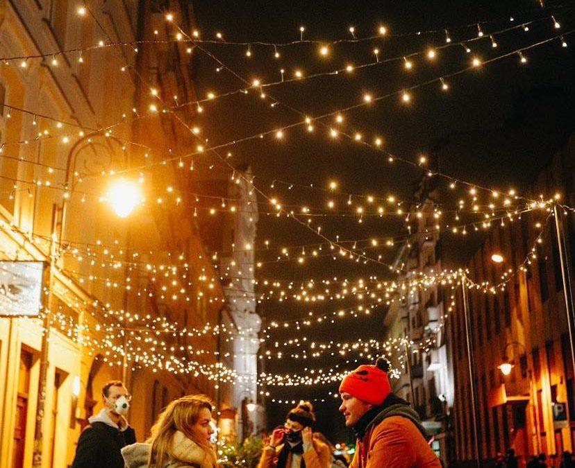 Nieopodal Rynku startuje jarmark świąteczny.