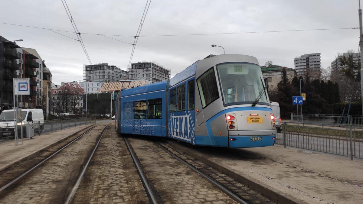 Spektakularne wykolejenie wrocławskiego tramwaju.