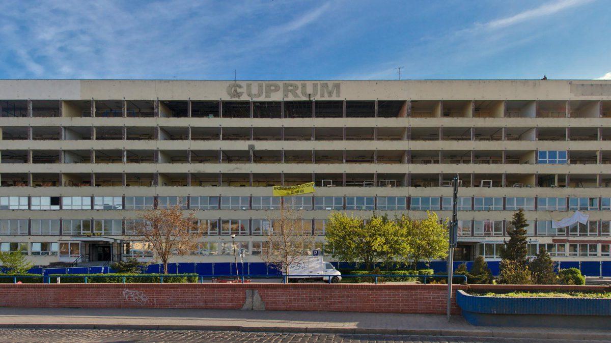 Na działce po dawnym budynku Cuprum powstanie biurowiec.