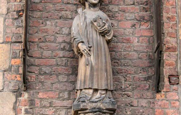 Figura św. Wincentego w 2006 roku - przed renowacją.