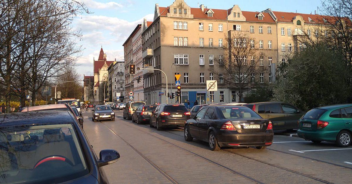 Na ulicy B. Prusa powstały miejsca parkingowe.