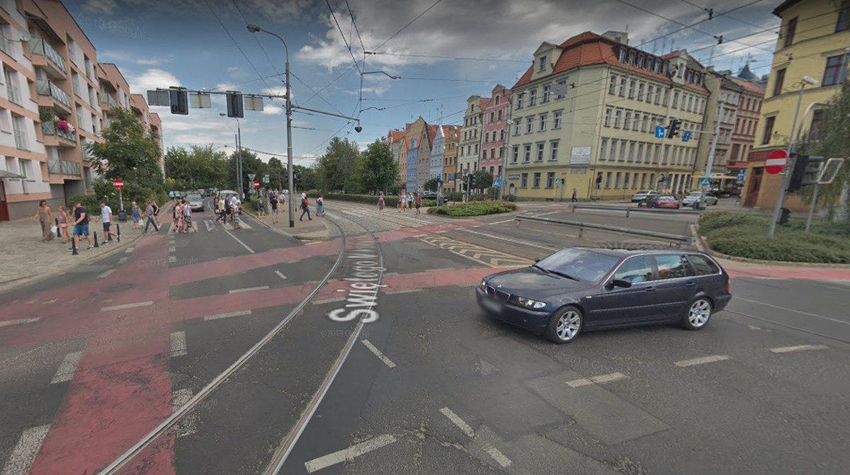 Wymiana zwrotnicy w centrum miasta. Zmiany w rozkładach komunikacji.