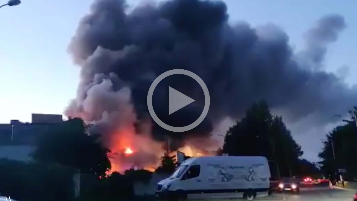 Pożar hali magazynowej na Swojczycach [WIDEO].