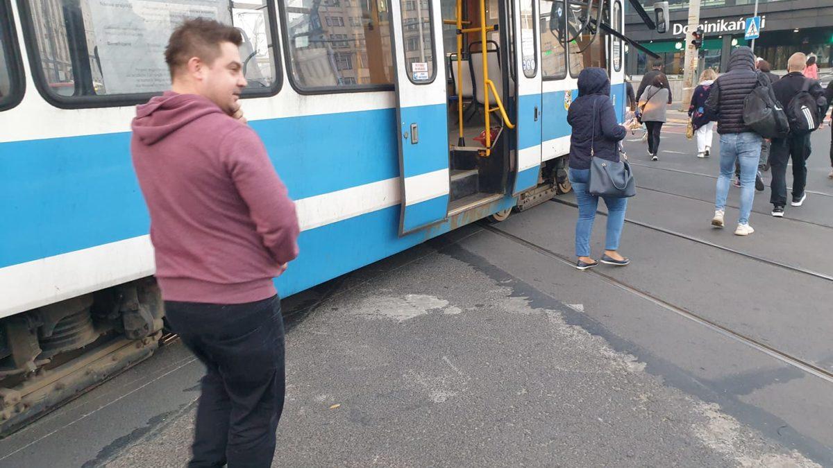 Wykolejenie tramwaju przy Placu Dominikańskim.